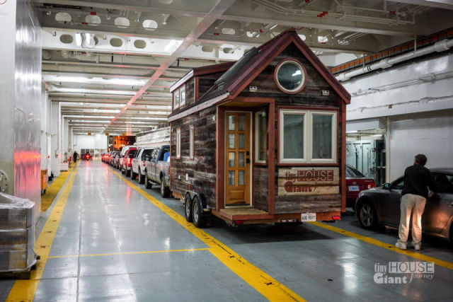 A Mobile Home Transformation That Is Too Cool for Words