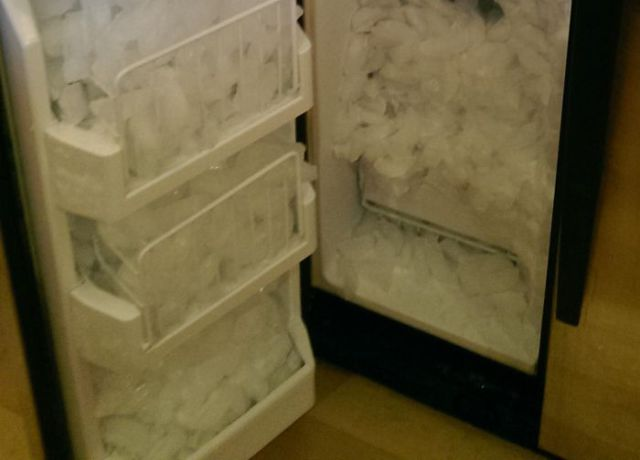 This Ice Maker Takes It's Job Really Seriously
