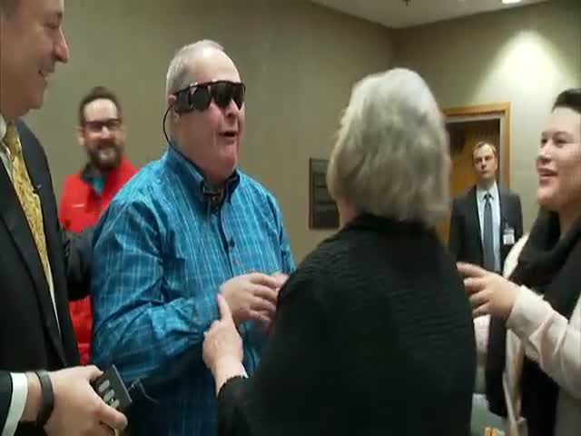 Blind Man Sees His Wife for the First Time with Bionic Eye