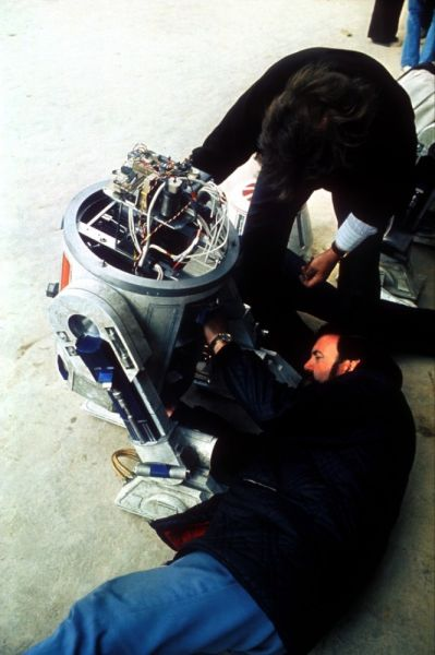Old Set Photos Taken Behind-the-scenes of the Making of Star Wars