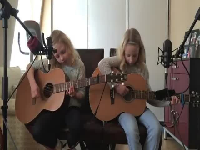 Two Sisters' Amazing Cover of 'I'm Yours' by Jason Mraz  (VIDEO)