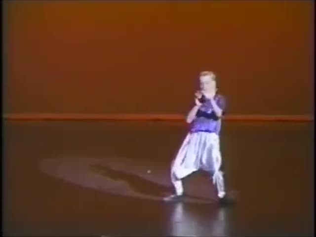 Ryan Gosling Had Some Serious Dance Moves in 1992  (VIDEO)