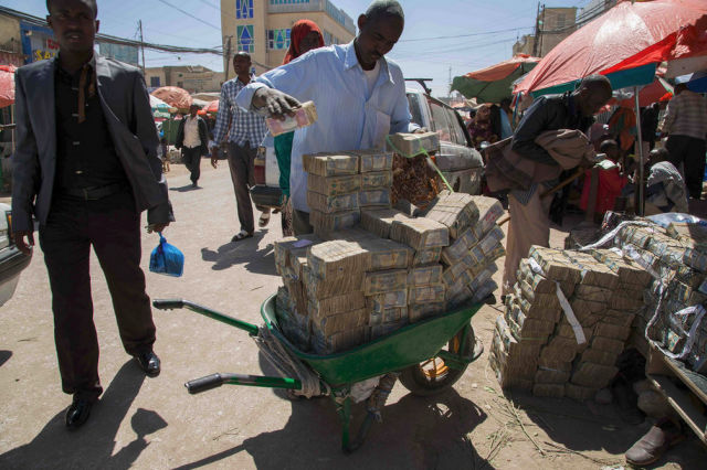 In Somaliland You Can Exchange Your Currency on the Streets