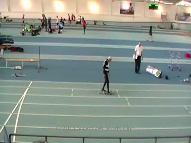 95-Year-Old Sets 200m World Record  (VIDEO)