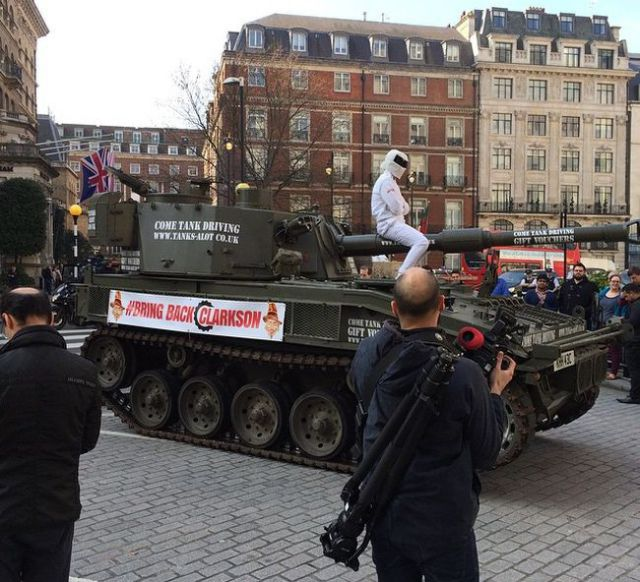Jeremy Clarkson Fans Use a Massive Tank to Protest against His Top Gear Suspension