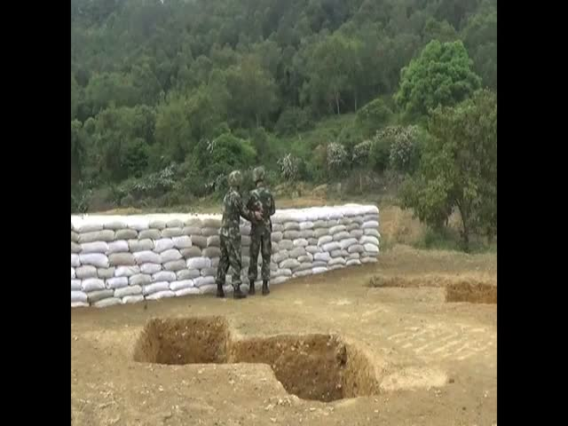 Soldier Fails Grenade Throw, Is Saved by His Instructor  (VIDEO)