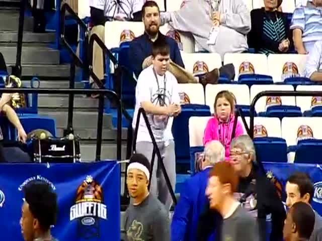 Dancing Kid Steals the Show  (VIDEO)