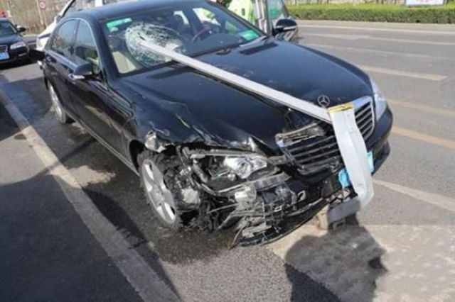 Drunk Lady Driver Stops to Take a Post-crash Selfie