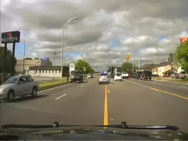 High Speed Chase and Arrest Filmed by Police Car Dashcam  (VIDEO)