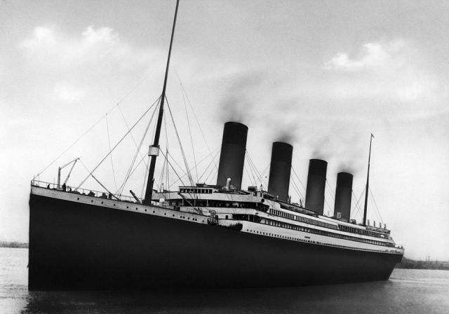 Vintage Black and White Photos of the Original Titanic Gym