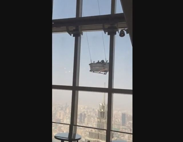 Window Cleaners Get a Terrifying Swing Ride on the 91st Floor Because of Crazy Winds