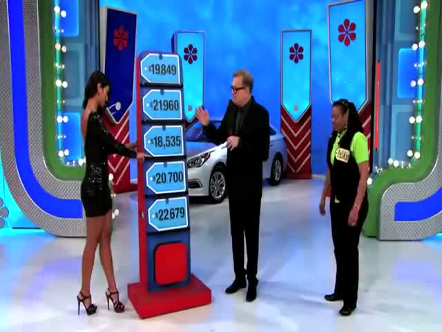 'Price Is Right' Model Gives Brand New Car Away by Mistake  (VIDEO)