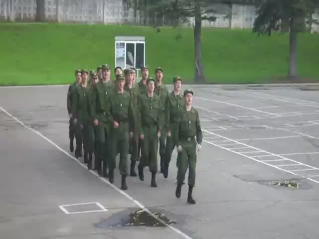 Russian Soldiers Marching to 'Barbie Girl'  (VIDEO)