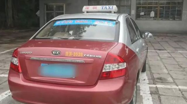 Chinese Taxi Driver Uncovers a Hidden Stash in His Car