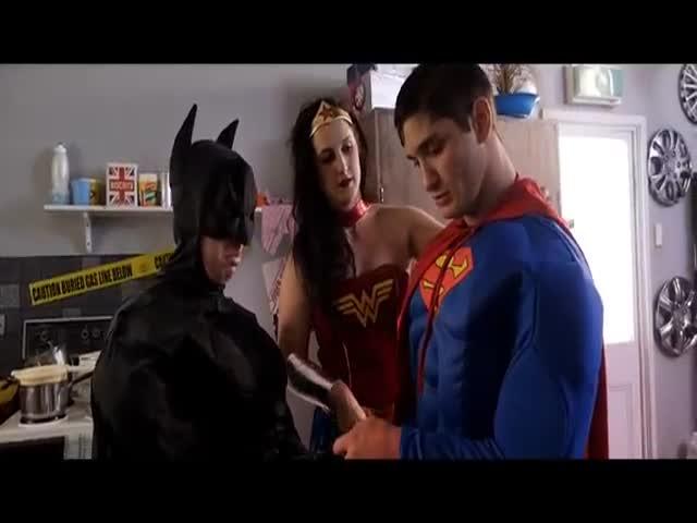 Marvel vs DC - The Ultimate Battle  (VIDEO)