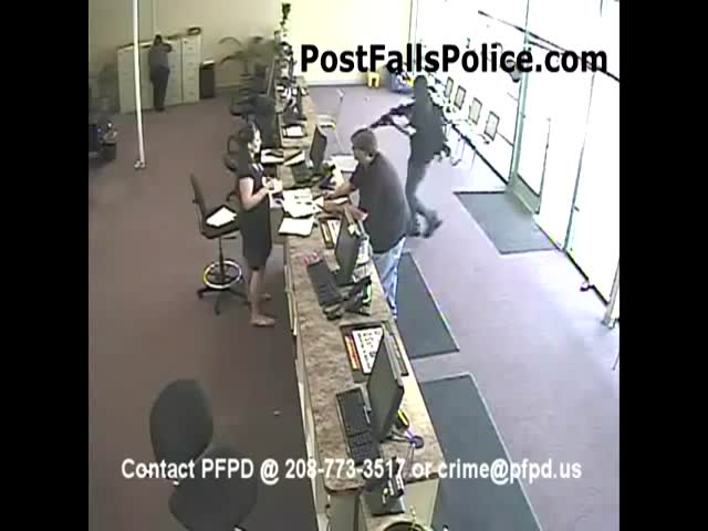 A One-Man Bank Robbery in 60 Seconds  (VIDEO)