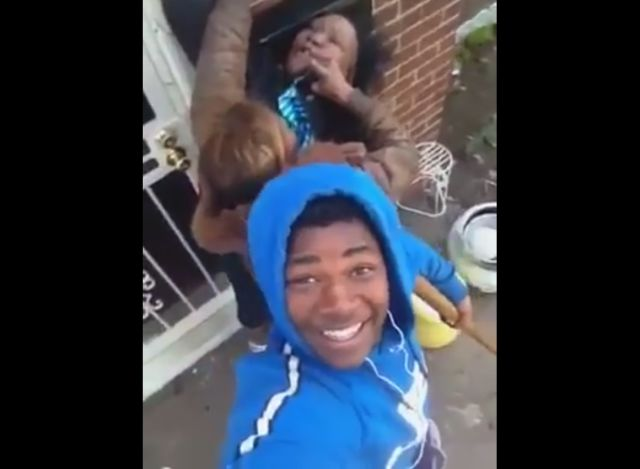 Teen Uses Selfie Stick to Film His Girlfriend Fighting with His Mother