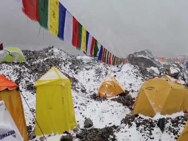 Terrifying Footage of Avalanche Hitting Everest Basecamp After Earthquake