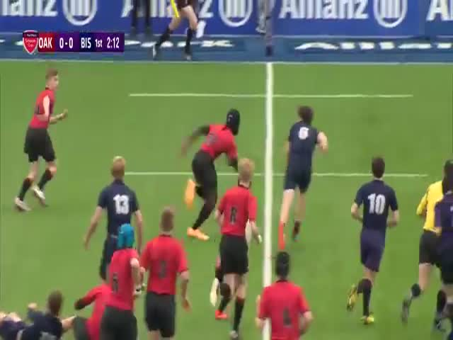 15-Year-Old English Rugby Player's Unbelievable Accelerations  (VIDEO)