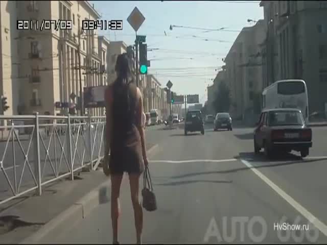 Apparently, Women Don't Know How to Cross Roads in Russia  (VIDEO)