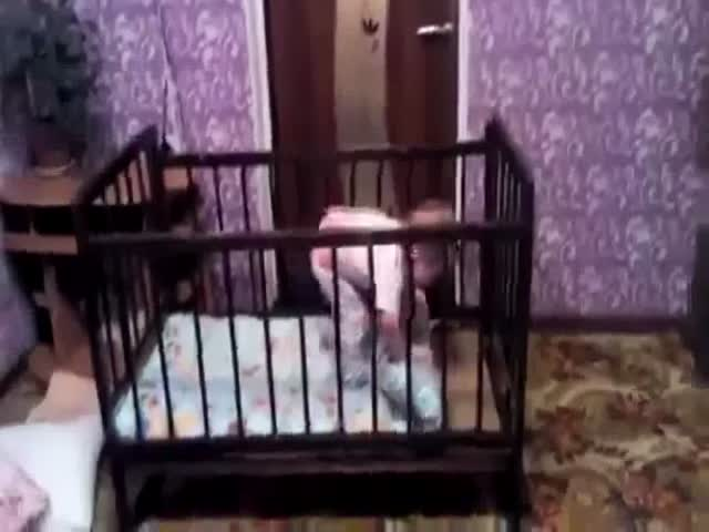Intelligent child Escape from the crib