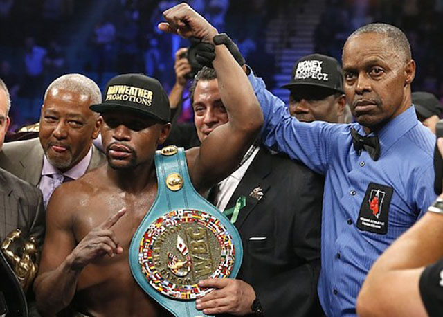 Floyd Mayweather Shows Off His $100 Million Paycheck to the World