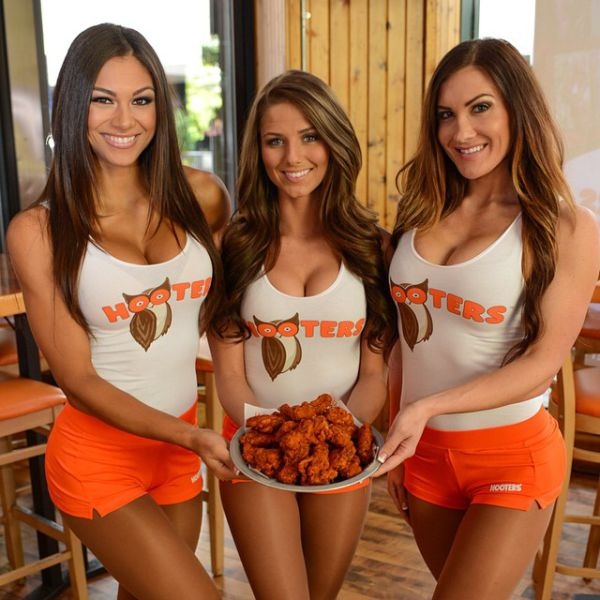 Hooters Have the Most Gorgeous Staff of Anywhere Ever