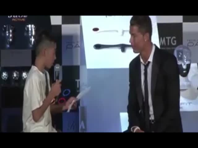Cristiano Ronaldo Defends Japanese Kid Attempting Portuguese  (VIDEO)