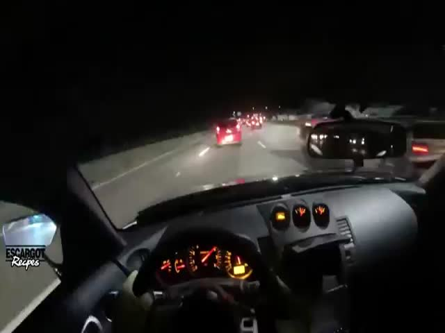 Crazy Driver in Nissan 350Z Slaloms between Cars on the Highway at +200 km/h  (VIDEO)