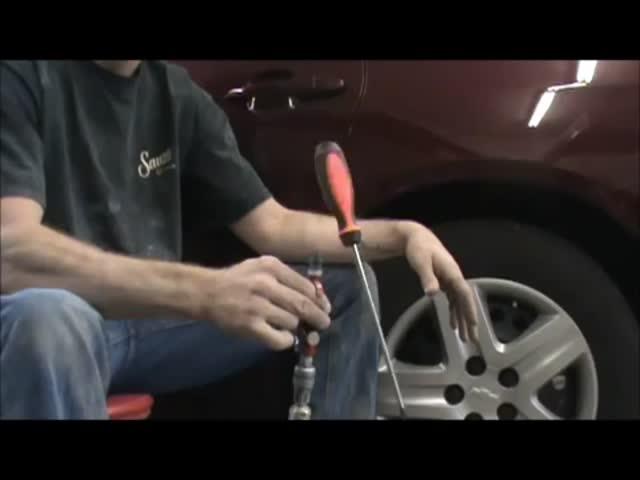 Floating Screwdriver Magic Trick  (VIDEO)