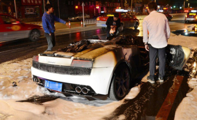 Luxury Lamborghini Spontaneously Goes Up in a Ball of Flames