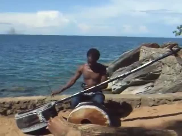 African One Man Band with Self Made Instruments  (VIDEO)