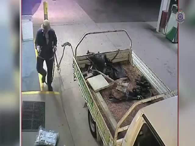 When Australia's Worst Thief Attempts to Rob an ATM  (VIDEO)