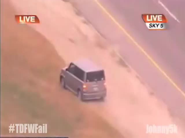 Woman Trolls the Cops during Crazy Car Chase  (VIDEO)