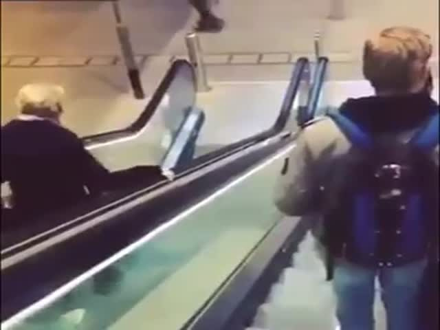 How Not to Use an Escalator  (VIDEO)