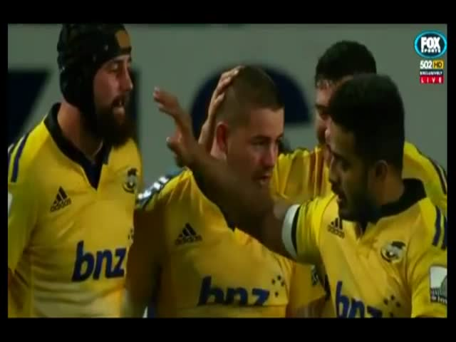 Rugby Player's Epic High Five Fail  (VIDEO)