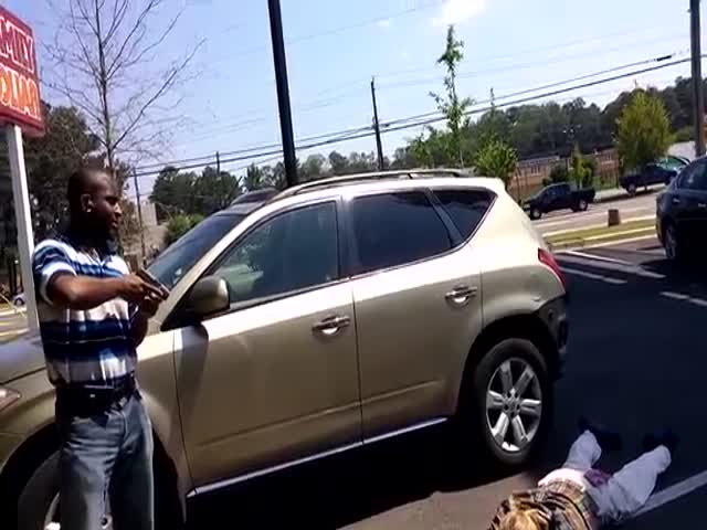 Armed Citizen Stops Carjacking and Holds Suspect at Gunpoint until Cops Arrive  (VIDEO)