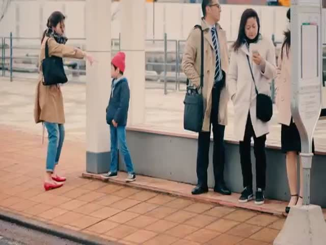 How Japanese Kids React When They See Strangers Dropping Their Wallet