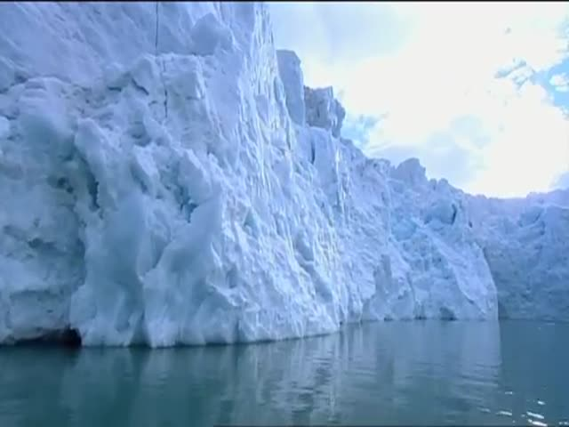 Artic Explorers Are Nearly Engulfed when Glacier Comes Crashing Down