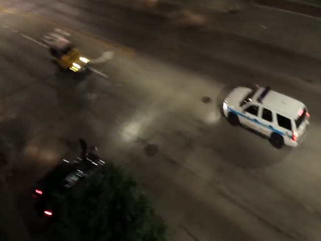 A Surprising Gang War Shootout on the Streets of Chicago  (VIDEO)
