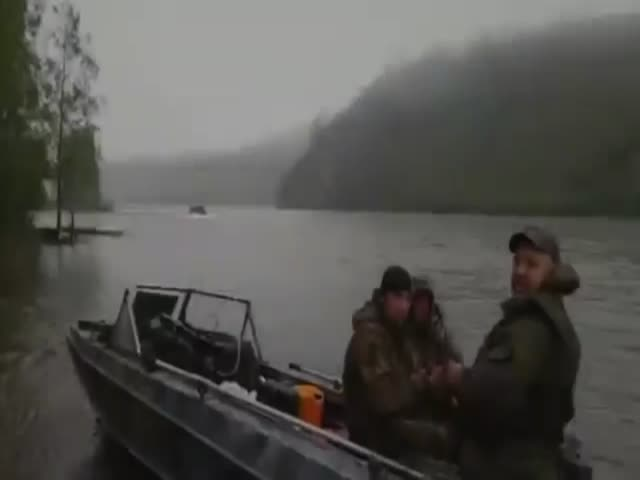 Just and Ordinary Day's Fishing in Russia  (VIDEO)