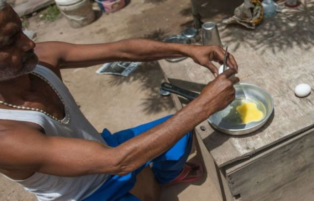 The Indian Sun Is So Hot You Can Cook an Egg Outside