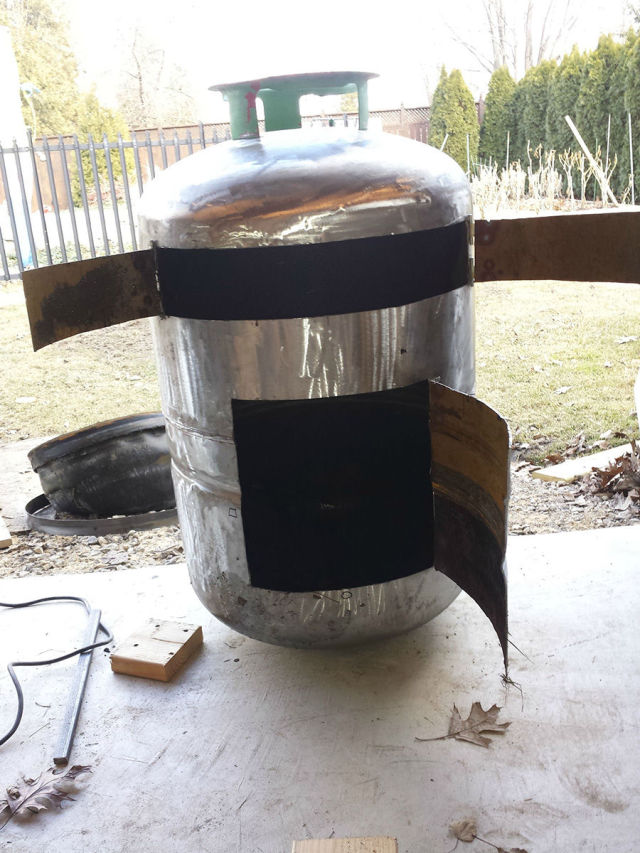How to Turn an Old Tank into a Kick-Ass Pizza Oven