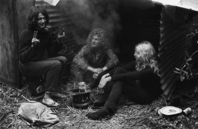 """Old-School Pics Taken at the 60s and 70s """"Isle of Wight Festival"""""""