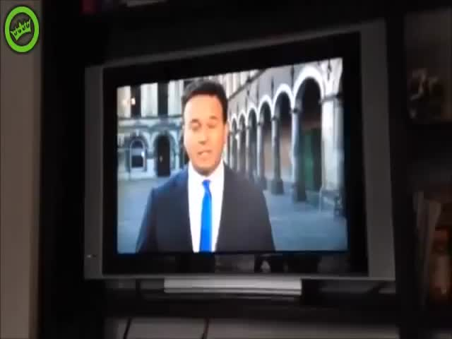Guy Races Out His House to Video Bomb a Live TV Broadcast  (VIDEO)
