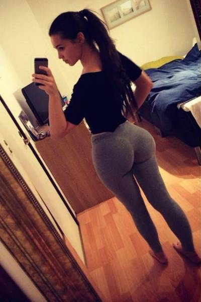 Girls Look Yummier in Yoga Pants