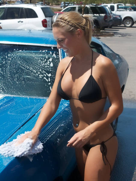 Sexy Girls Getting Wet 'n Wild at the Car Wash