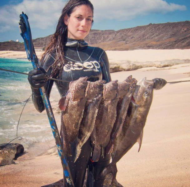 The Hottest Spear-Fisherwoman in the World
