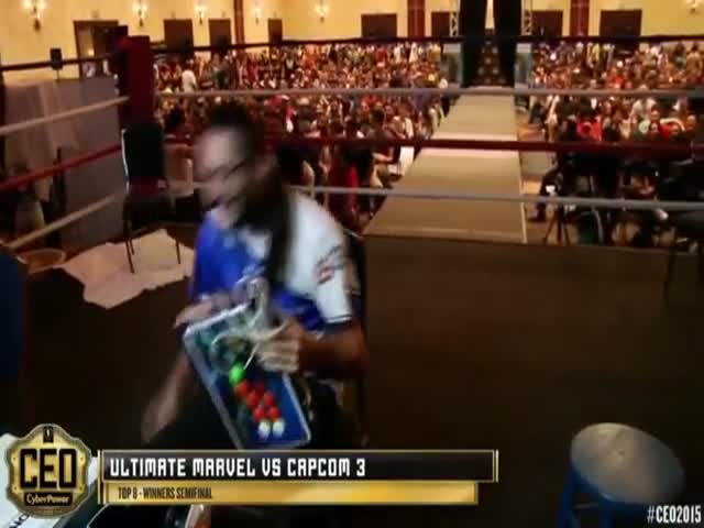 Competitive Gamer Makes a Notable Entrance for His Match