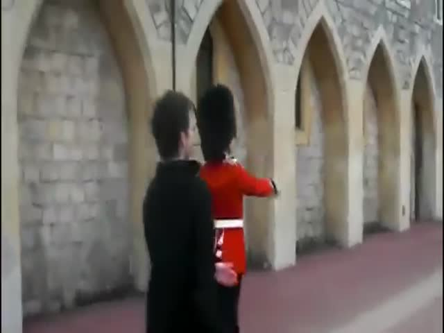 This Queen's Guard Is Not Messing Around